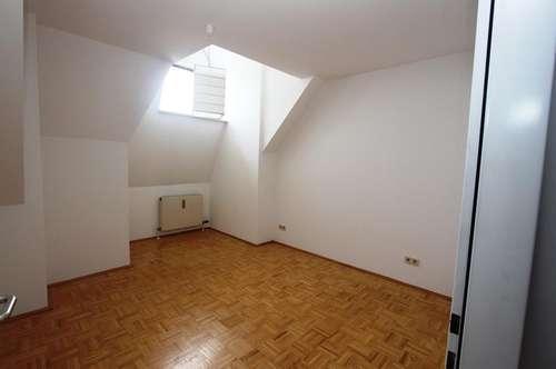 ! 2-Zimmer Wohnung direkt im Zentrum !