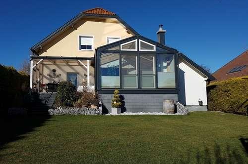 Stilvolles Einfamilienhaus mit Wintergarten