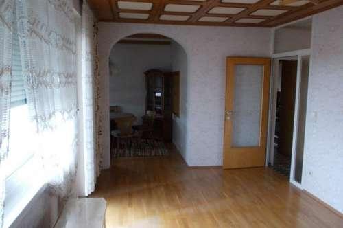 Teilmöblierte Wohnung mit Loggia