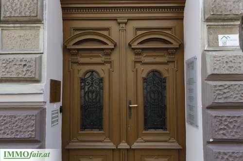 WILLKOMMEN in der hochwertig sanierten 3 Zimmer Stilaltbauwohnung mit hofseitigem Balkon und Grünblick - (Top13+14 - 1. OG - 86m² +10m² Balkon - € 499.000,-)