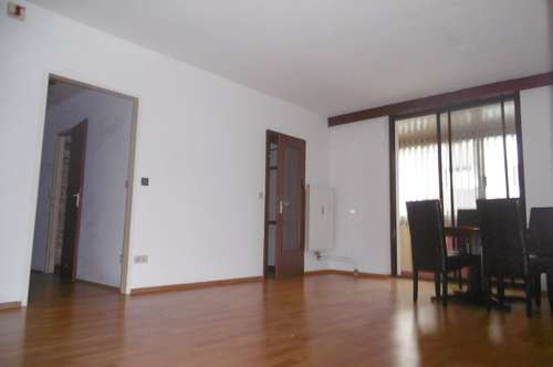 Helle ideal aufgeteilte 3-Zimmer-Wohnung mit Loggia und KFZ-Abstellplatz