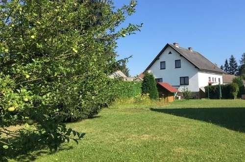 Adrettes Haus mit erstaunlich viel Platz und 900 m² Garten