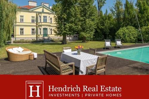 Schöne klassische Villa inmitten eines Parkgarten mit Pool