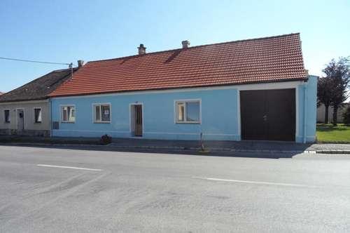 Bauernhaus mit Nebengebäuden