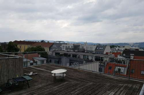 Große 3 Zimmer-Maisonette mit eigener Dachterrasse ca, 30m²