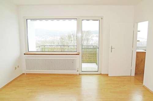 Helle, freundliche 2- Zimmerwohnung mit Balkon und KFZ-Stellplatz