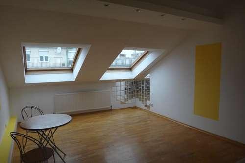 1 Zimmer Dachgeschoßwohnung Nähe Hoßplatz