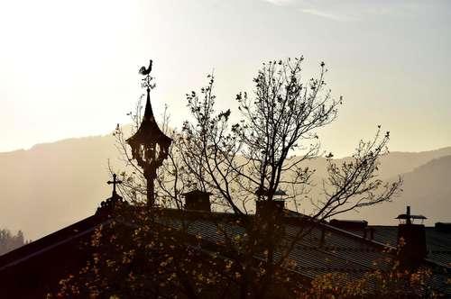Hochwertige Dachgeschoss Wohnung im gepflegten Bauernhaus