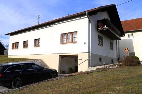 Schönes Wohnhaus mit großem Nebengebäude