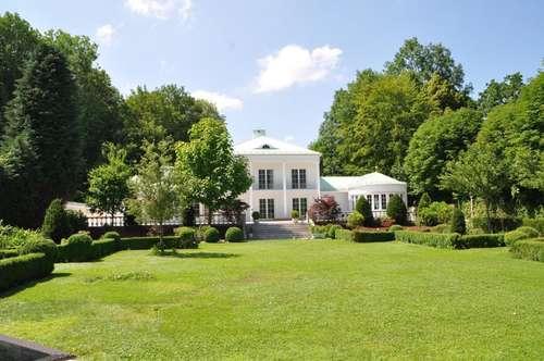Bezaubernde Stadtvilla mit parkähnlichem Garten, Gebirgsblick und Badehaus