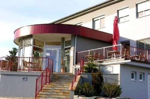 First Class - Cafe Restaurant - Appartements