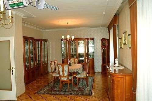 Sehr gepflegtes 4 - 5 Zimmerhaus mit Aussicht aus dem Obergeschoss!!!
