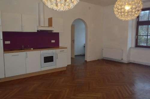 Große Wohnung in schönem Altbau Nähe Stadtpark
