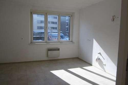 EG-Wohnung : Wohnküche und zwei Schlafzimmer ! Provisonsfrei !