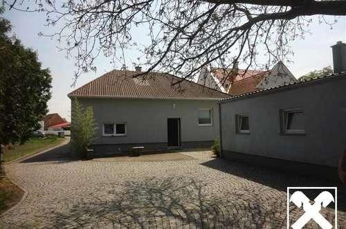 Einfamilienhaus mit Nebengebäude (Praxis) und großem Garten in bester Lage !