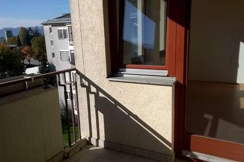 ACHTUNG frisch gestrichen! Provisionsfreie Familiewohnung mit Sonnenbalkon!