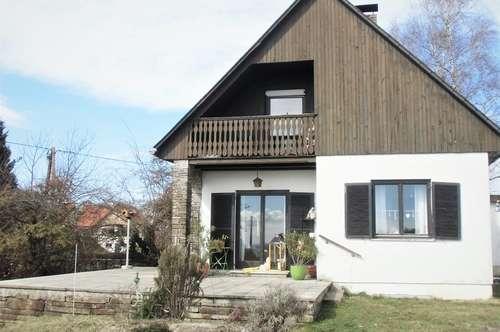 Wohnhaus mit Weingarten, ruhige Aussichtslage