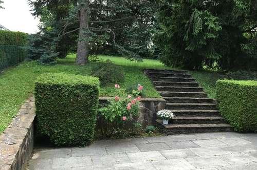 Berndorf, Gefpflegtes Einfamilienhaus in Ruhelage mit herrlicher Aussicht