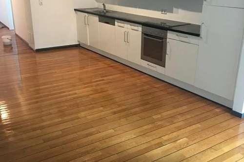 5-Zimmer Altbauwohnung inkl. Einbauküche - 155 m²