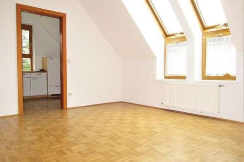 PROVISIONSFREI! Mariagrün - Helle 3 Zimmer Dachgeschosswohnung im Grünen!