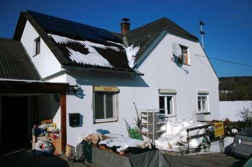 Einfamilienhaus mit Stall und Garagen