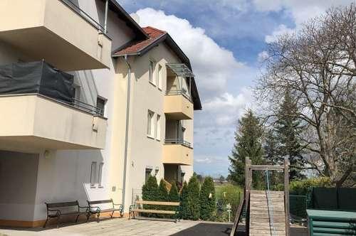 Vollmöblierte 2 Zimmerwohnung mit Balkon und Tiefgaragenparkplatz