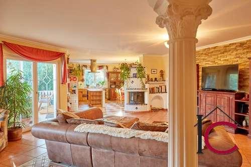 Gediegenes Einfamilienhaus mit schönem Garten und Garage in herrlicher Mittagskogel-Aussichtslage
