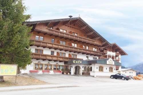 Hotelanlage mit 2 Hotels