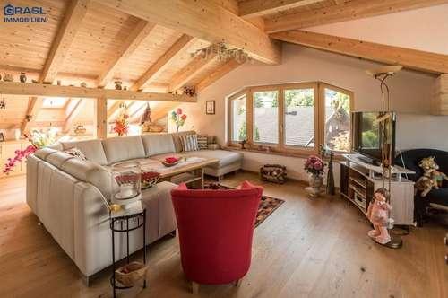 Schwaz: Stilvolle neu ausgebaute Dachgeschoßwohnung in ruhiger zentraler Wohnlage