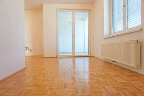 Schöne 3 Zimmerwohnung mit 2 Wintergärten! Inkl. TG! NEUE KÜCHE!