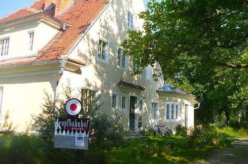 Bad Gleichenberg: 1. Stock, Denmalgeschützter Bau, Zentral in grüner Einzellage, Ruhig, Parken, Gartenmitbenutzung ..