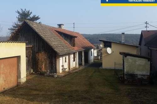 Romantisches Lehmbauernhaus mit Nebengebäuden