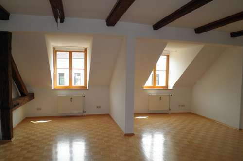 Zentral bei Kunst-Uni: Pärchen-Wohnung