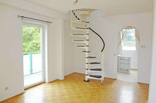 Zweistöckig!  Schöne Zweizimmerwohnung mit Balkon