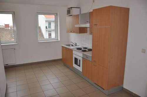 Nähe U1! Drei getrennt begehbare Zimmer! WG oder Familien tauglich! Möblierte Küche!