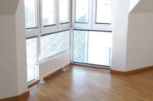 Sonnendurchflutete 3 Zimmer Maisonette mit Fernsicht und Einbauküche im Zentrum v. Stockerau KEINE ABLÖSE !!!