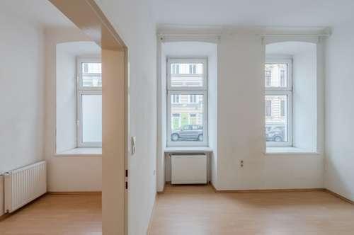 ++NEU++ Modernisierungsbedürftige 2-Zimmer EG-Altbauwohnung