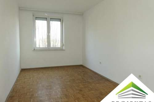 Teilsanierte 3 Zimmerwohnung mit Küche in zentraler Lage