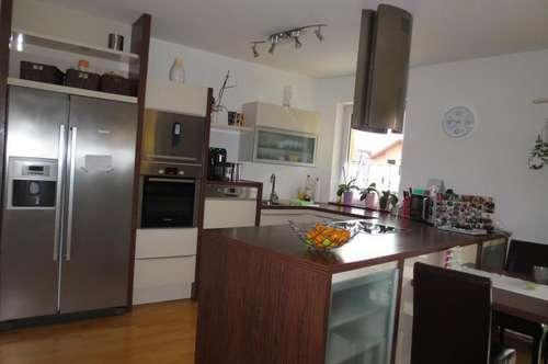 Schöne sonnige 4-Zimmer-Wohnung mit großem Balkon in Gallneukirchen, Küche, Bad und VZ möbliert (ohne Ablöse), Carport+Parkplatz!