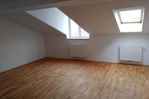 2. Pazmaniteng. 2 Zimmer-Dachgeschosswohnung 86m² + 8m² Terrasse, Superzustand, unbefristet € 1099,99