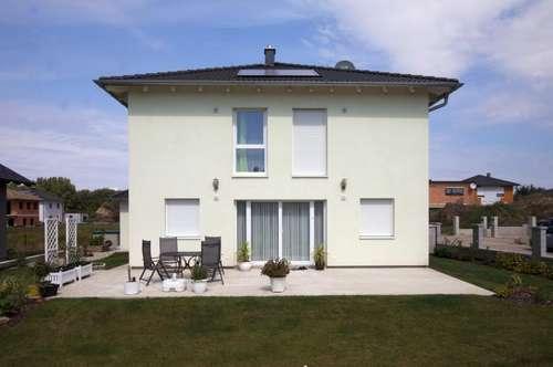 Stadtvilla Ziegel-Massiv zum Ausbauen auf Grundstück in Ottnang