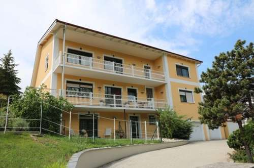 Großzügig angelegte 3-Zimmer-Wohnung in Zweifamilienhaus mit großem Balkon und Garagenplatz/3