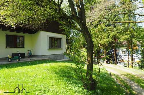 Erdgeschoss-Haushälfte mit Terrasse in Ruhelage!