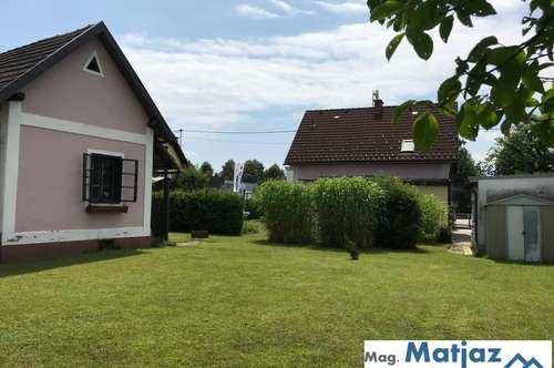 Älteres Wohnhaus mit Nebengebäude und großem Garten!