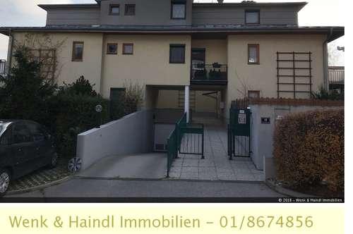 Helle Dachgeschoßwohnung mit Wintergarten und Garage in 2380!