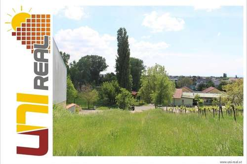 - UNI-Real - sonniges Grundstück mit Hanglage