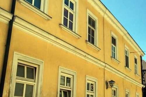 Wohn- & Geschäftshaus mit Altbestand. Bauland/Wohngebiet im Zentrum bzw. Fußgängerzone von Bruck/Leitha.