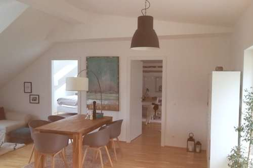 Helle 3 Zimmer DG Wohnung mit Waldblick