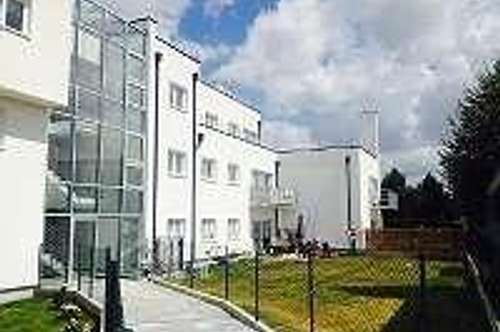 4 Zi Mietwohnung 107 m² + 7 m² Balkon + Stellplatz KFZ