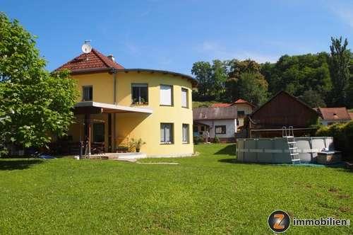 Geräumiges Niedrigenergiehaus mit angrenzendem Landhaus